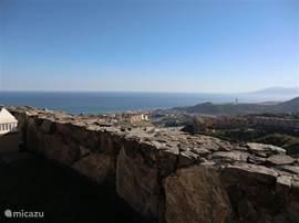 Ook vanuit het zwembad kunt u genieten van een uitzicht over zee, Málaga en andere badplaatsen.