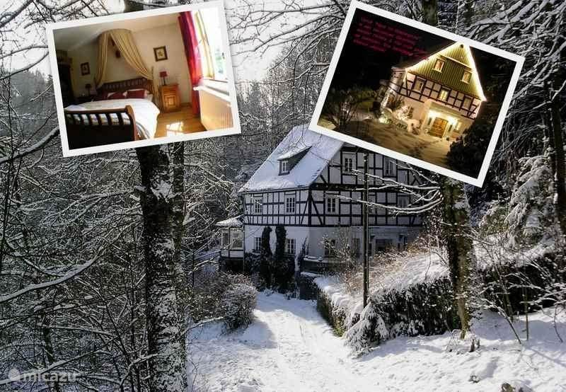 Winterimpressie van Haus im Wiesengrund. Prachtig gelegen. Geheel vrijstaand. Aan de rand van het bos.