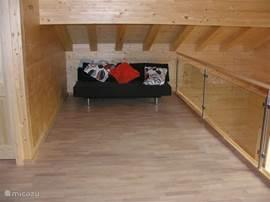 De tweepersoons slaapbank waar je ook heerlijk op kunt luieren