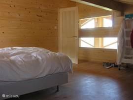 Grote slaapkamer onder het schuine dak met geweldig uitzicht op Diableret vanuit je bed