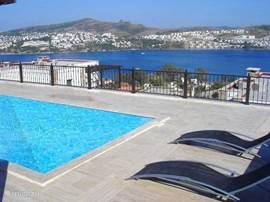 Prachtig uitzicht vanuit het terras op de baai van Gundogan.