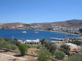 Totaaloverzicht over de baai van Gundogan.