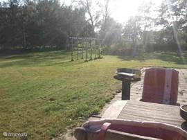 De tuin die u helemaal mag gebruiken. We hebben altijd zon, dus van de vroege ochtend tot de late avond kunt u altijd een plekje in de zon vinden!