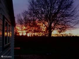 Prachtige zonsondergangen in de vrije natuur. Wat voor weer het ook is, het is hier altijd genieten!