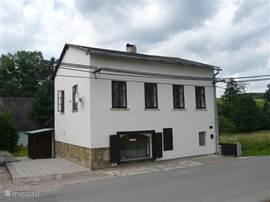 Aanzicht huis vanaf de straat