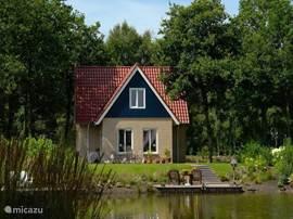 Luxe 8-persoons landhuizen met uw eigen tuin/terras aan het water.