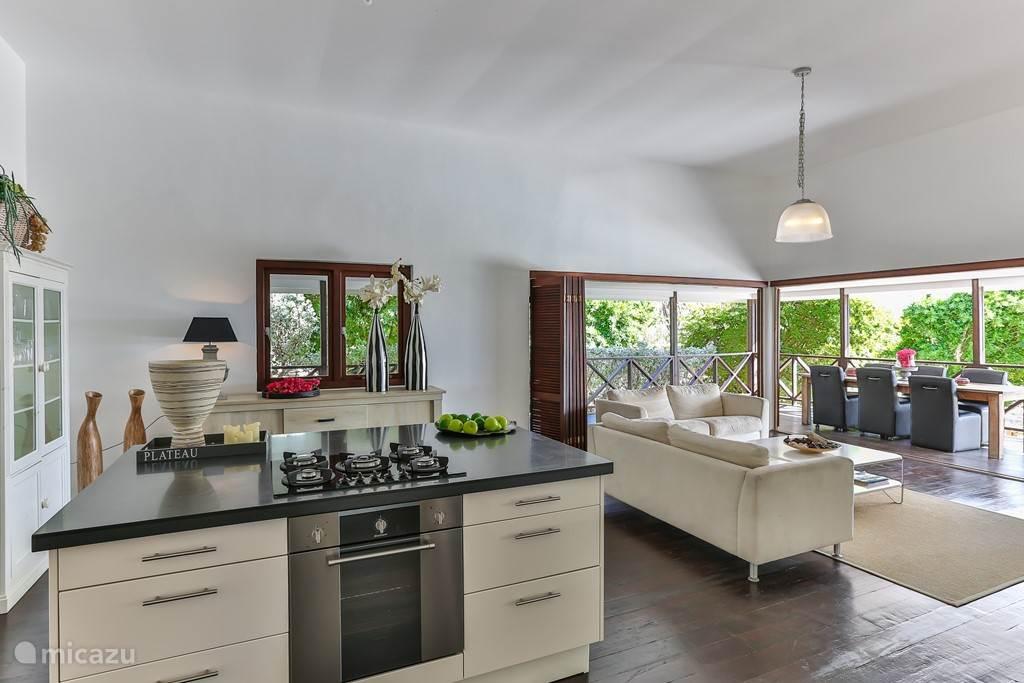 kamer met keukeneiland