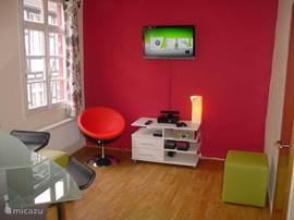 De multimediakamer met TV, Xbox, kinect, DVD, enz