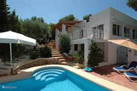 Zwembad en villa Carasol