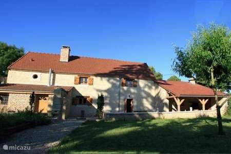 Vacation rental France, Côte-d'Or, Layer-sur-Roche manor / castle Maison sur Roche