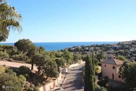 Uitzicht vanaf het terras op zee