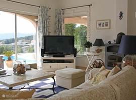 Ruime living met eerste tv-hoek