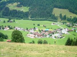 This is the idyllic village of Aschau. A small mountain village about 9km of Kirchberg.
