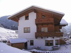 The house is located right on the nursery slope Aschau with direct ski descent from the great Kitzbühel ski area.