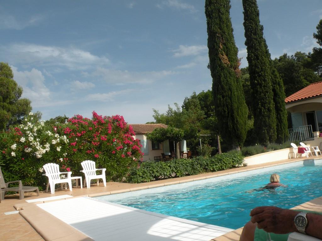Zonvakantie in april en mei in sfeervolle villa met luxe verwarmd zwembad min. 26 gr.!  Ideaal voor 2 gezinnen / grote familie / groep. Korting 100.