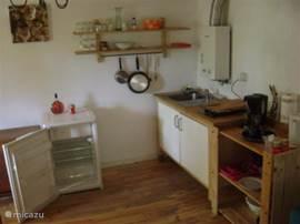 In deze kleine keuken kunt u toch een heerlijke maaltijd bereiden.