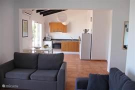 Open keuken met ruime woonkamer. (app. Ibiza)