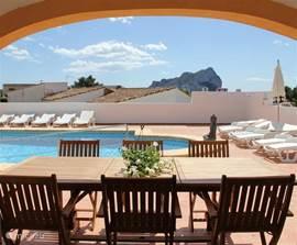 Vanuit de keuken heeft elk appartement toegang tot het terras of balkon met een eettafel voor 6 personen. De 2 boven appartementen hebben daarbij een nog mooier uitzicht.