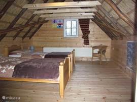 Een van de twee slaapkamers op de eerste etage.