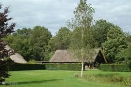 Het vakantiehuis is een ideale uitvalbasis voor actieve ontspanning in het Drenthse natuurschoon met bossen, heidevelden en zijn vele wandel en fietspaden. Voor algemene toeristische informatie over Drenthe kunt u terecht bij de centrale organisatie Tourist Info Drenthe via tel. nummer 0521-591715