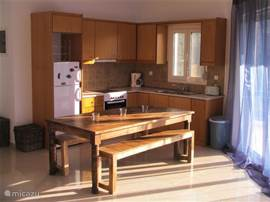A sunny kitchen to chill and cook ...
