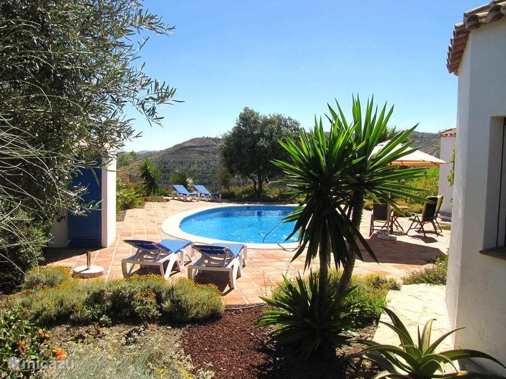 Casa Pimienta: naast de vele mogelijkheden voor uitstapjes kun je bijkomen in het zwembad en op de terrassen.