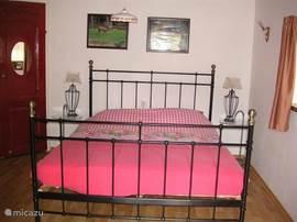 2e slaapkamer met 2 persoonsbed