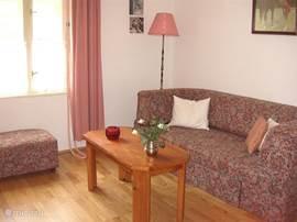 1e slaapkamer  met 2 persoonsslaapbank en stapelbed (zie ook andere foto)