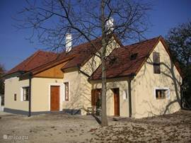 Achterzijde van het huis in de winter
