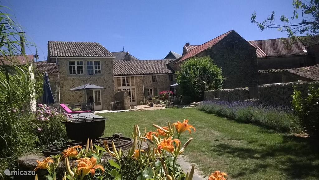 Achterzijde woning met gedeelte van de tuin
