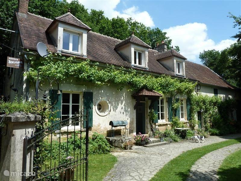 Vacation rental France, Burgundy, Lainsecq Farmhouse Le Lainsecq