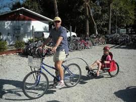 De eilanden en de omgeving van Villa Palm Breeze ontdekken per fiets of scooter? Dat kan. Laat ons weten wat u wenst en wij zorgen ervoor dat uw fietsen of scooters klaar staan. Voor meer informatie over huren van fietsen en scooters zie www.billysrentals.com en bekijk de you tube video