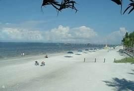 Fort Myers Beach. Dicht bij huis. Met de auto een half rijden, met de jetboot een uurtje varen. Hagelwitte stranden 365 dagen per jaar.