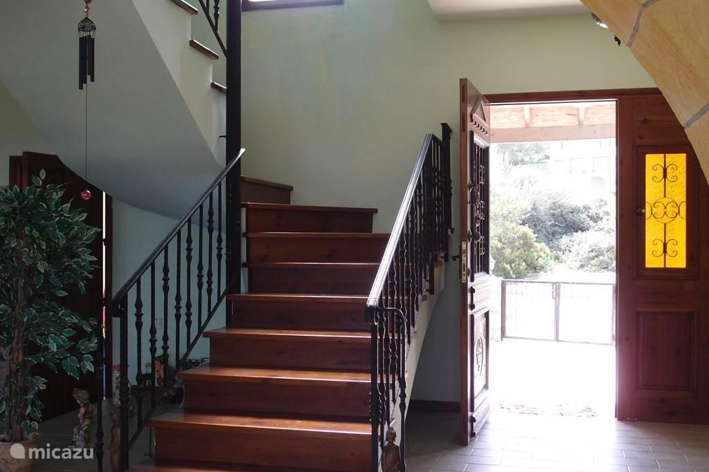 De trap naar de eersteverdieping