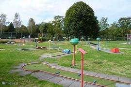 Een vakantiepark... dan uiteraard ook een midgetgolfbaan