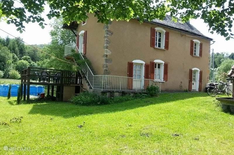 Vakantiehuis Frankrijk, Aveyron, Auzits Vakantiehuis Huisje in groene weiden