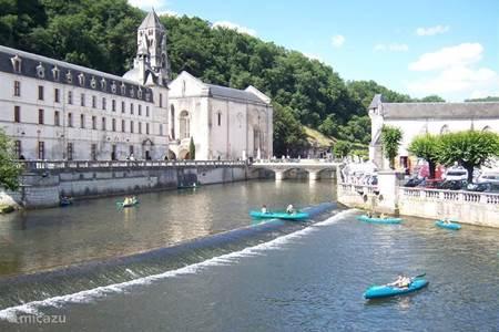 The tourist town of Brantome (7 km)