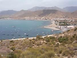 Overzicht van de stranden van het nabijgelegen puerto de Mazarrón.