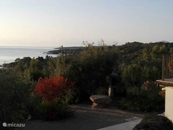 Vanaf uw tuin, een prachtige uitzicht naar de Thyrrense zee.