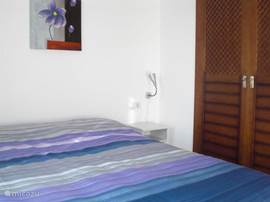 Slaapkamer 1 met vaste kledingkast