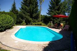 Heated private pool of 5 x 10 meters with terrace and sun loungers.