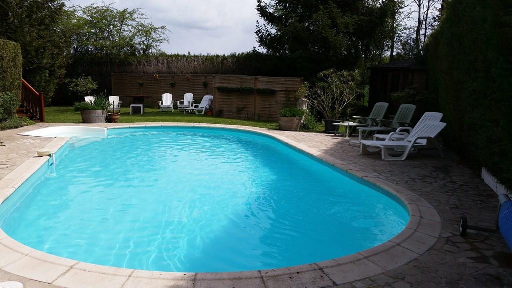 Nu 50% korting op boeking in de periode 8 juni tot 15 juni 2018...... grijp deze kans. Verwarmd zwembad beschikbaar. Geschikt voor 6 personen.
