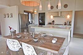 Open keuken met eettafel