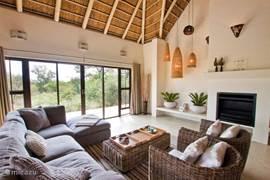 Woonkamer met toegang tot de veranda