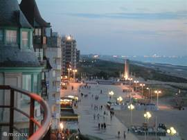 In the evening it's nice stroll along the promenade. In this picture the views towards France.