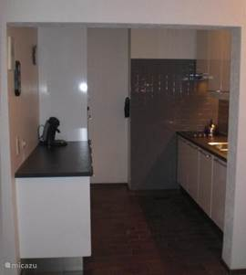 The citchen has recently been completely renovated. On both sides there is a worksheet which makes the apartment suitable for a getaway with your cooking club.