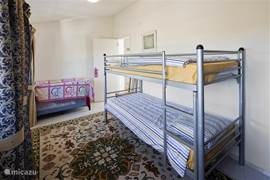 Slaapkamer 3. Voorzien van stapelbed. Deze kamer is uitermate geschikt als kinderkamer.