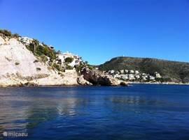 Dit zwemplateau (3x3mtr) aan zee ligt op 100 meter in oostelijke richting van het appartement. Je kunt er heerlijk snorkelen en duiken. Maar lekker lezen kan natuurlijk ook. Of gewoon genieten van de zon en het ruisen van de zee.