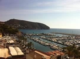 De haven van Moraira met zicht op de Cap d' Or