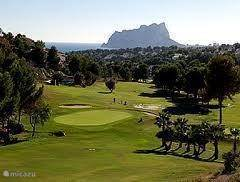 Club de Golf Ifach, urbanisation San Jaime, +- 4,4 km westelijk van Naranja. http://golfifach.com/